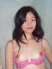 Naked Singaporean babe posing in the shower